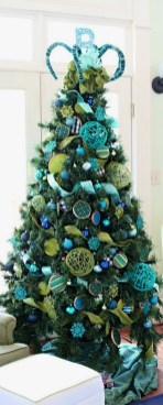 Cute And Colorful Christmas Tree Decoration Ideas To Freshen Up Your Home 03
