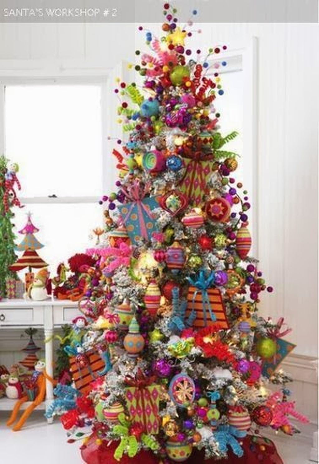 Cute And Colorful Christmas Tree Decoration Ideas To Freshen Up Your Home 10