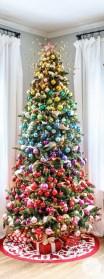 Cute And Colorful Christmas Tree Decoration Ideas To Freshen Up Your Home 16