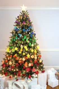 Cute And Colorful Christmas Tree Decoration Ideas To Freshen Up Your Home 18