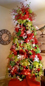 Cute And Colorful Christmas Tree Decoration Ideas To Freshen Up Your Home 20