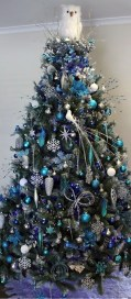 Cute And Colorful Christmas Tree Decoration Ideas To Freshen Up Your Home 24