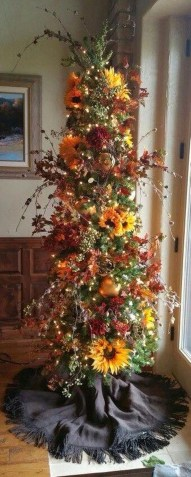 Cute And Colorful Christmas Tree Decoration Ideas To Freshen Up Your Home 26