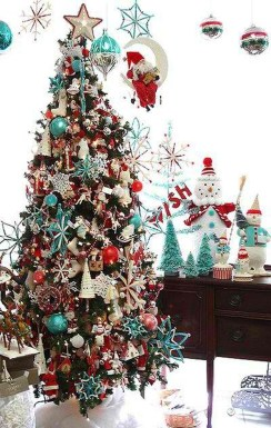 Cute And Colorful Christmas Tree Decoration Ideas To Freshen Up Your Home 32