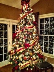 Cute And Colorful Christmas Tree Decoration Ideas To Freshen Up Your Home 34