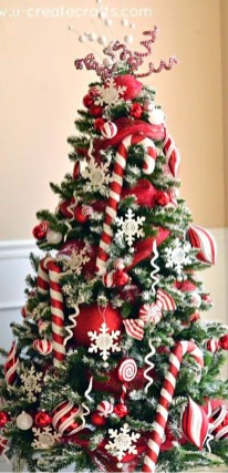 Cute And Colorful Christmas Tree Decoration Ideas To Freshen Up Your Home 35