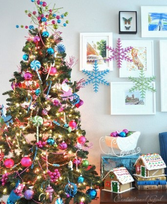 Cute And Colorful Christmas Tree Decoration Ideas To Freshen Up Your Home 39