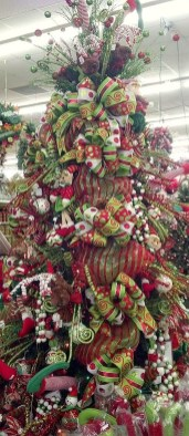 Cute And Colorful Christmas Tree Decoration Ideas To Freshen Up Your Home 44