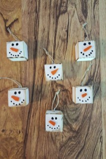 Cute And Cool Snowman Christmas Decoration Ideas 32