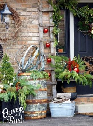 Elegant Rustic Christmas Decoration Ideas That Stands Out 24