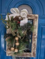 Elegant Rustic Christmas Wreaths Decoration Ideas To Celebrate Your Holiday 19