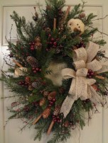 Elegant Rustic Christmas Wreaths Decoration Ideas To Celebrate Your Holiday 21