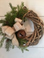 Elegant Rustic Christmas Wreaths Decoration Ideas To Celebrate Your Holiday 35
