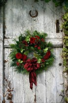 Elegant Rustic Christmas Wreaths Decoration Ideas To Celebrate Your Holiday 39