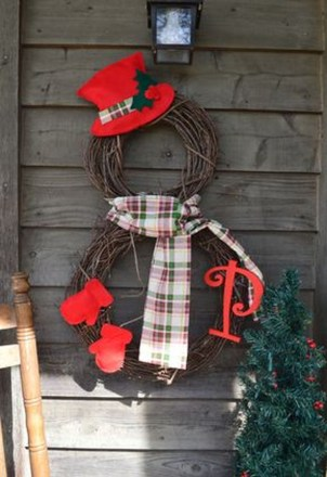 Elegant Rustic Christmas Wreaths Decoration Ideas To Celebrate Your Holiday 43