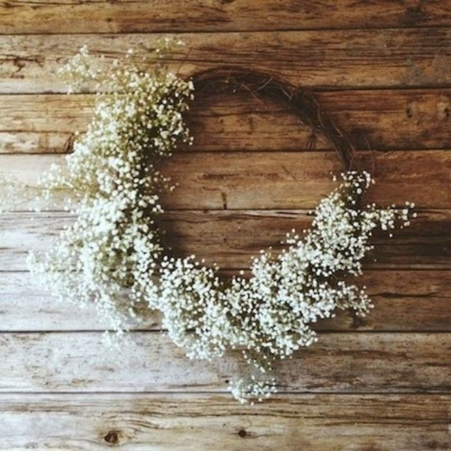 Elegant Rustic Christmas Wreaths Decoration Ideas To Celebrate Your Holiday 45