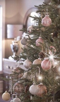 Gorgeous Pink And Gold Christmas Decoration Ideas 04