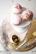 Gorgeous Pink And Gold Christmas Decoration Ideas 11