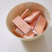 Gorgeous Pink And Gold Christmas Decoration Ideas 15