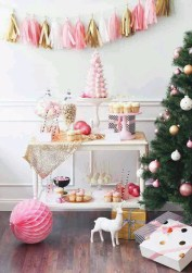 Gorgeous Pink And Gold Christmas Decoration Ideas 21