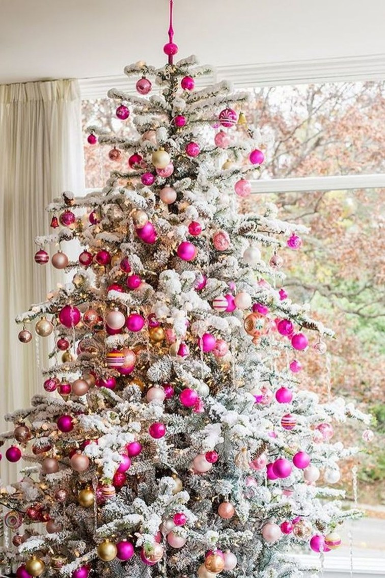 Gorgeous Pink And Gold Christmas Decoration Ideas 27