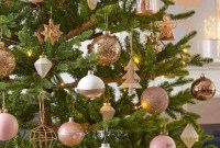 Gorgeous Pink And Gold Christmas Decoration Ideas 28