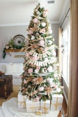 Gorgeous Pink And Gold Christmas Decoration Ideas 35