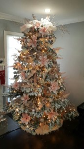Gorgeous Pink And Gold Christmas Decoration Ideas 36