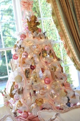 Gorgeous Pink And Gold Christmas Decoration Ideas 41