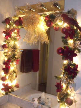 Inspiring Christmas Decoration Ideas For Your Apartment 06