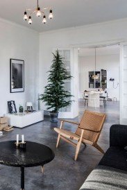 Inspiring Christmas Decoration Ideas For Your Apartment 40