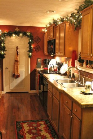 Inspiring Christmas Decoration Ideas For Your Apartment 50