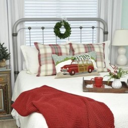 Simple Christmas Bedroom Decoration Ideas 02