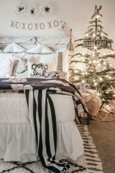 Simple Christmas Bedroom Decoration Ideas 03