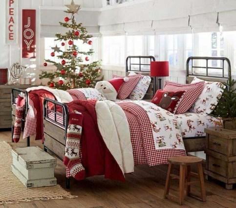 Simple Christmas Bedroom Decoration Ideas 14