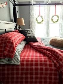 Simple Christmas Bedroom Decoration Ideas 19