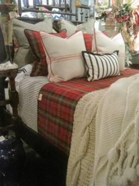 Simple Christmas Bedroom Decoration Ideas 24