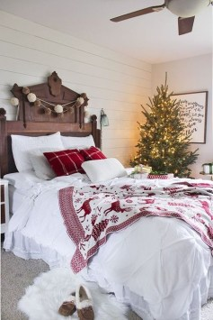 Simple Christmas Bedroom Decoration Ideas 32
