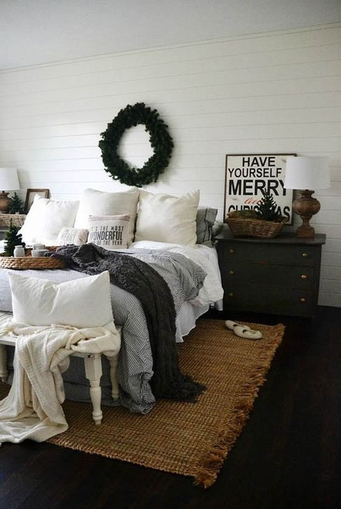 Simple Christmas Bedroom Decoration Ideas 36