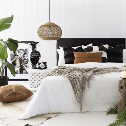 Stunning Black And White Bedroom Decoration Ideas 07