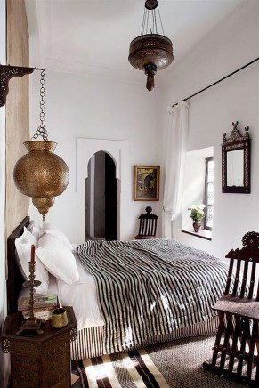 Stunning Black And White Bedroom Decoration Ideas 29