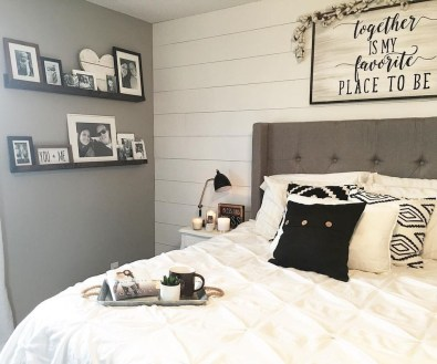 Stunning Black And White Bedroom Decoration Ideas 38