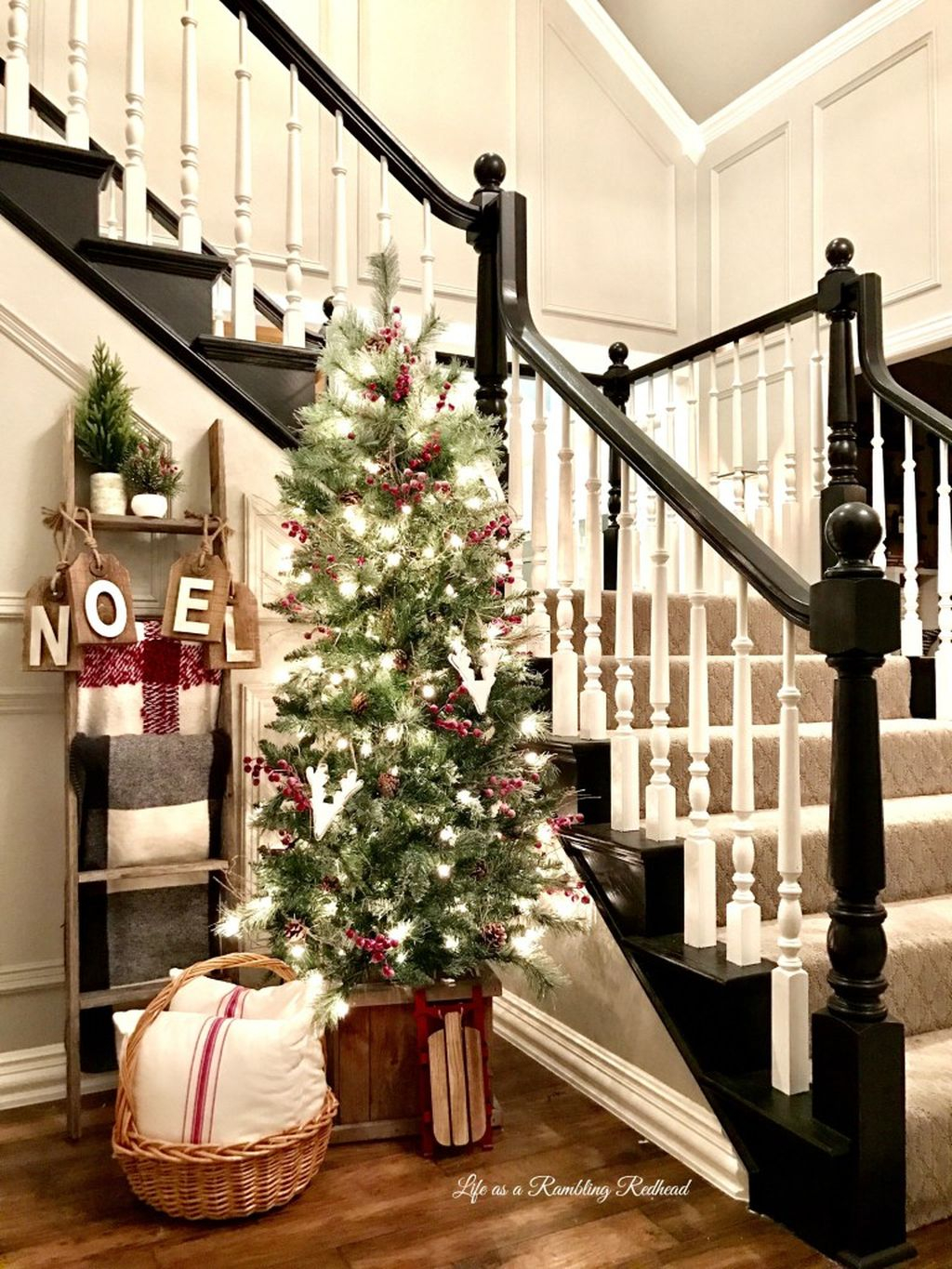 Totally Inspiring Farmhouse Christmas Decoration Ideas To Makes Your Home Stands Out 07