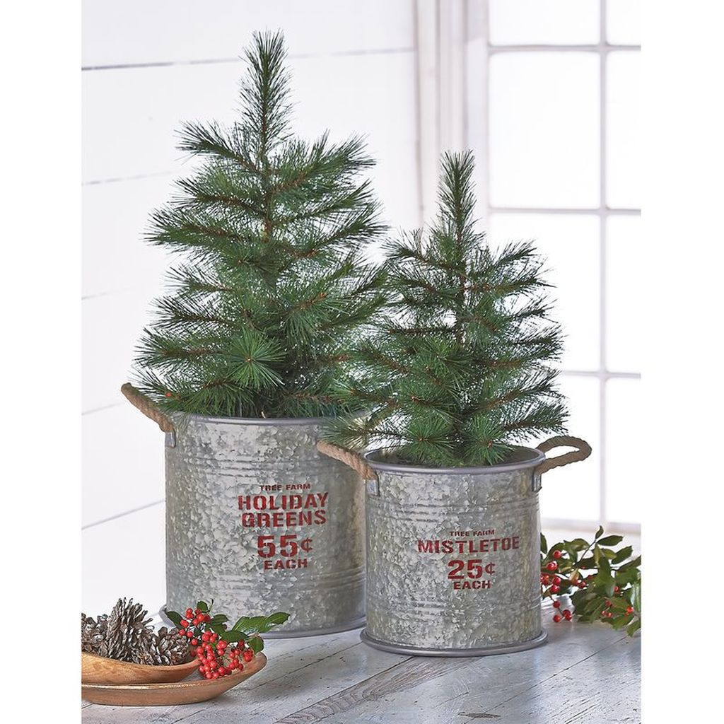 Totally Inspiring Farmhouse Christmas Decoration Ideas To Makes Your Home Stands Out 12