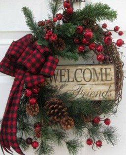 Totally Inspiring Farmhouse Christmas Decoration Ideas To Makes Your Home Stands Out 24