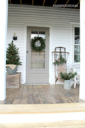 Totally Inspiring Farmhouse Christmas Decoration Ideas To Makes Your Home Stands Out 32