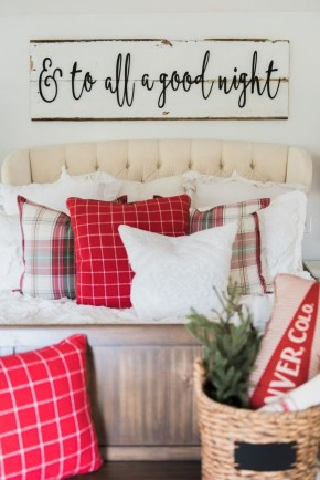 Totally Inspiring Farmhouse Christmas Decoration Ideas To Makes Your Home Stands Out 39