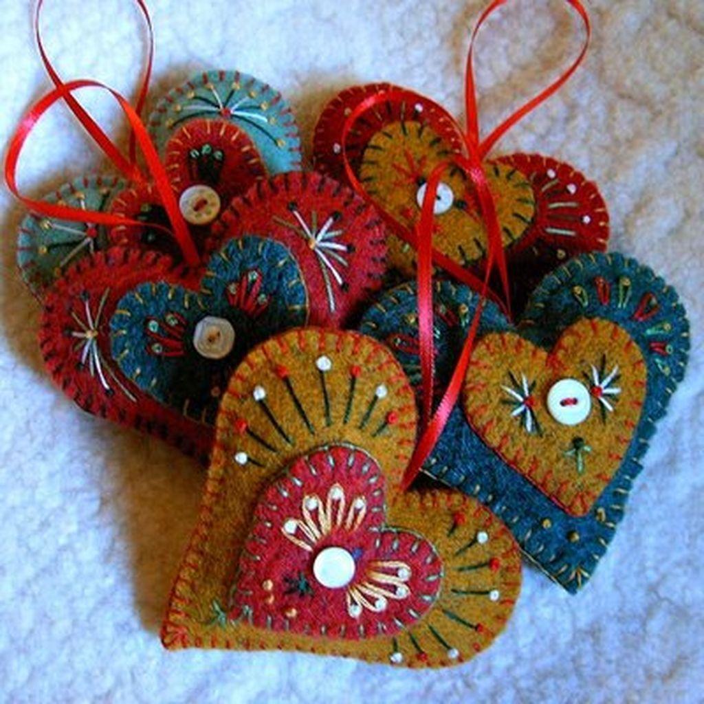 39 Brilliant Ideas How To Use Felt Ornaments For Christmas Tree Decoration 04