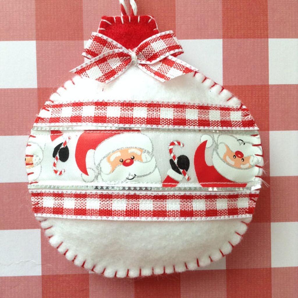 39 Brilliant Ideas How To Use Felt Ornaments For Christmas Tree Decoration 14