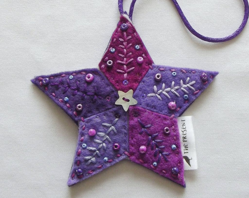 39 Brilliant Ideas How To Use Felt Ornaments For Christmas Tree Decoration 21